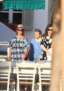 Nia Vardalos and her cute daughter in Greece (photos