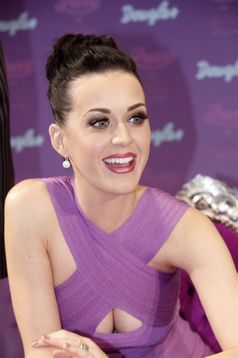 Celebrities Cleavage Pics: Katy Perry Cleavage Pics